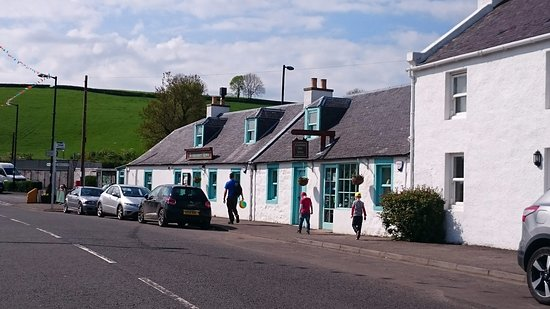 Kirkmichael, UK: Located on the main street of town