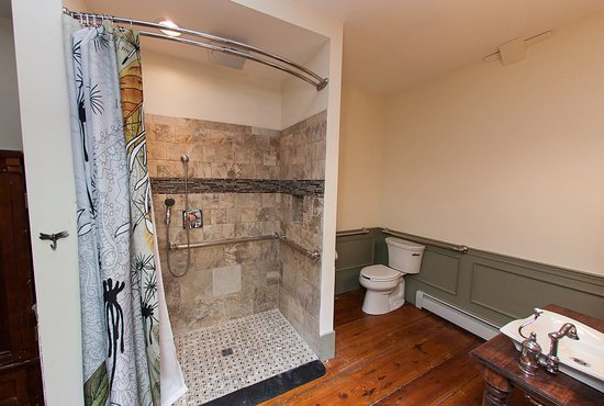 Lehighton, PA: Woodland Suite Bathroom