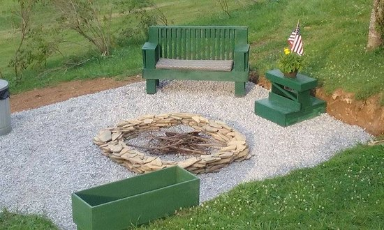Floyd, VA: Fire pit for evening enjoyment