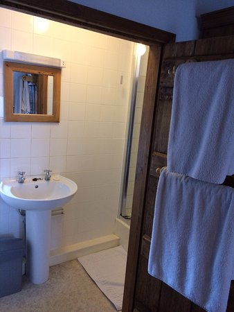 Clun, UK: En suite for the Red Room