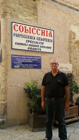 Pasticceria Colicchia: Esterno del locale di giorno