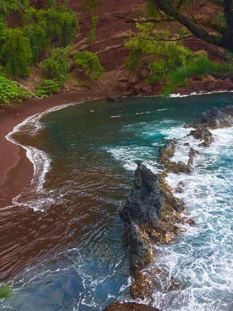 Ala'aina Ocean Vista: Cliff-side hike to this beach not for faint of heart!