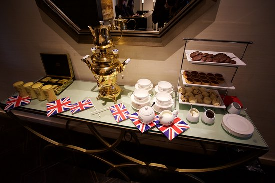 Loden Hotel: Mid-morning cakes