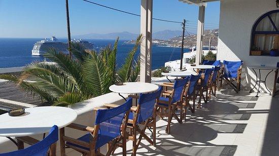 Aegean Hotel: Schöne Terrasse mit Meerblick......