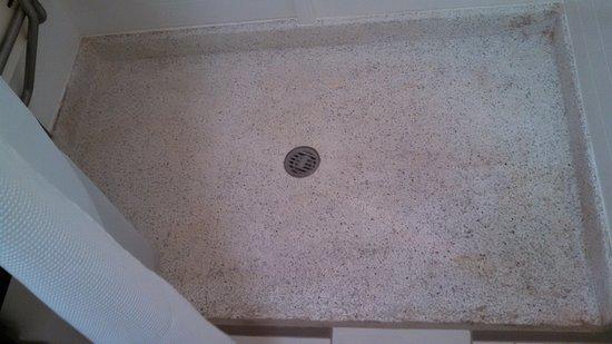 Fairfield Inn & Suites Bloomington: dirty shower floor