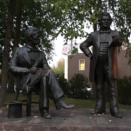 Freeport, IL: Abraham Lincoln and Stephen Douglas Debate Square