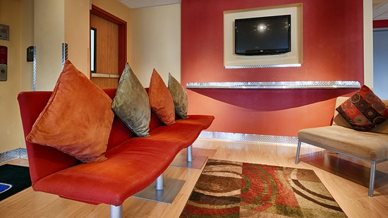 Best Western Plus Navigator Inn & Suites: Join us in the lobby Mon-Thurs @ 5:30pm for evening reception!