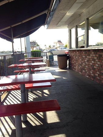 La Habra, Californien: Outside seating