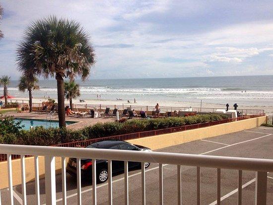 Holiday Inn Resort Daytona Beach Oceanfront: Morning on the beach