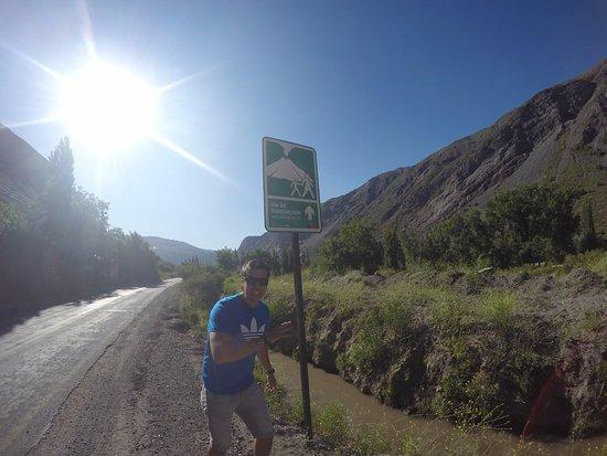 San Alfonso, ชิลี: Placa que indica a via de evacuação em caso de erupção vulcanica