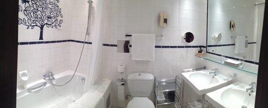 Hotel Konig Von Ungarn: the bathroom