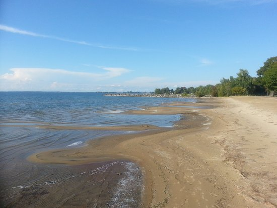 Henderson, NY: Looking along the beach