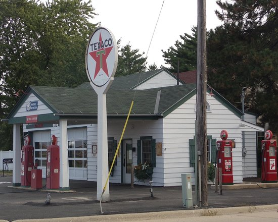Ambler's Texaco Gas Station, Dwight, IL
