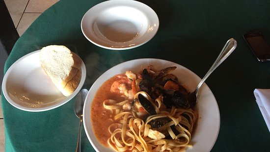 Trail, Καναδάς: Pino's Authentic Italian Cuisine