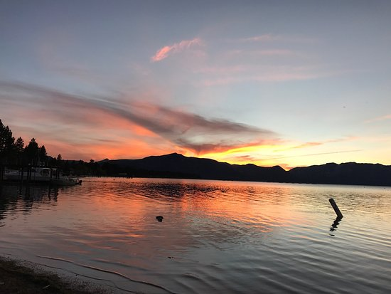 Lake Tahoe Vacation Resort: Gorgeous sunset 5 minute walk from the room. We are in a 2 bedroom standard unit and it is fully