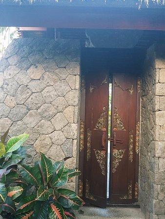 Bumi Linggah The Pratama Villas: villa entry