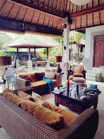 Bumi Linggah The Pratama Villas: living area