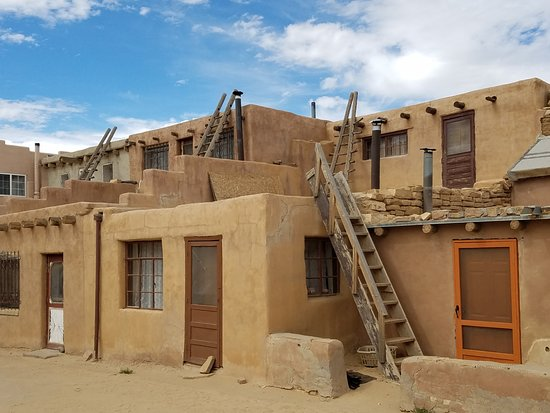 Pueblo of Acoma, Nuevo México: Sky City has permanent residents, and all families in the village retain a residence in Sky City