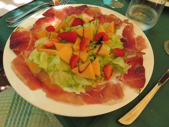Ristorante 13 Gobbi: Prosciutto, with fruit & balsamic