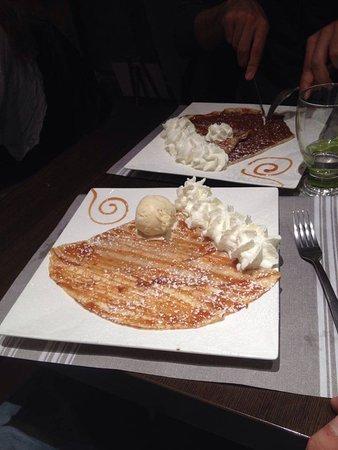 Carros, France: crêpes caramel beure salé, glace vanille et chantilly