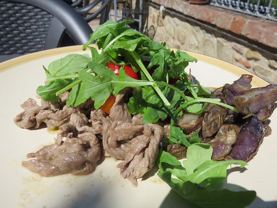 Paciano, İtalya: Chianina beef salad