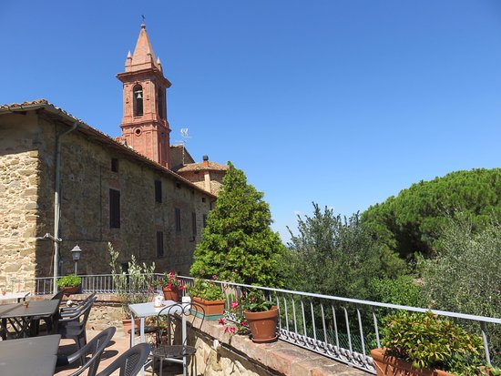 Paciano, Italia: View towards the church