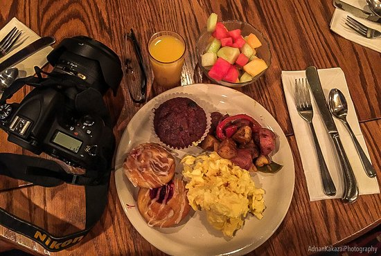 Stratton Mountain, VT: Getting ready for the day, breakfast...