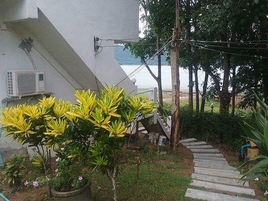 Balcony - Picture of Chomdao Bann Manisa, Phipun - Tripadvisor