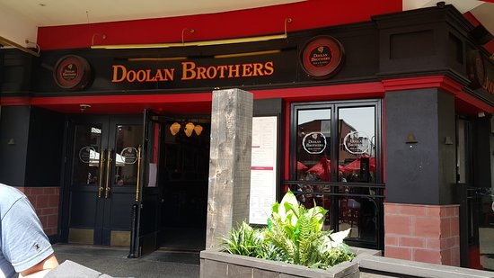 Botany Downs, Nova Zelândia: Entrance of Doolan Brothers