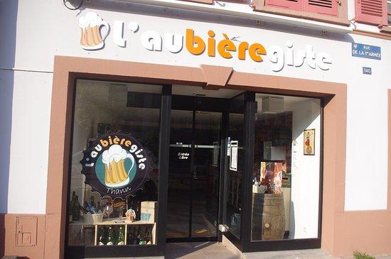 ธานน์, ฝรั่งเศส: Plus de 400 bières différentes en 33, 50 et 75cl. 6 bières pressions disponibles au bar !