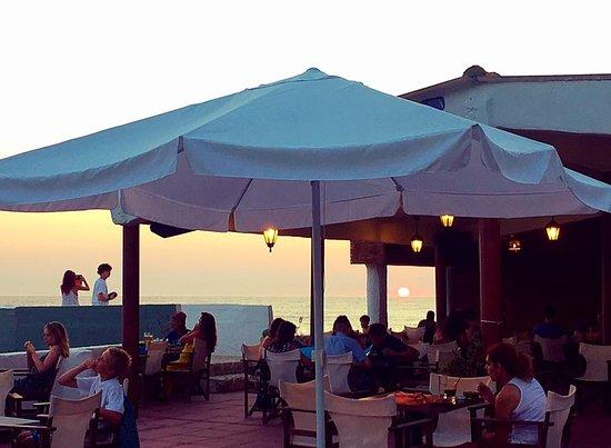 Black Rocks Seaside Restaurant Bar: sunset