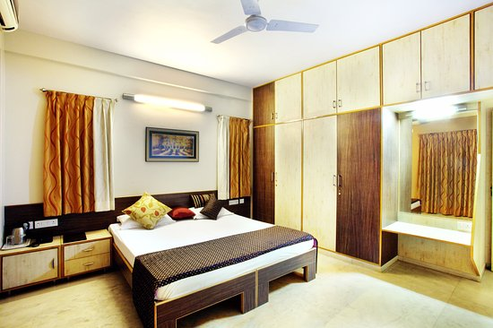 Panchvati Comforts: Gold Room - King Bed 2