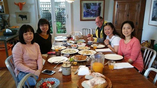 TARA Guest House: Breakfast time