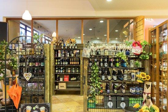 Wolnzach, Γερμανία: Бутик сувениров и пива в отеле