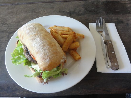 Agnes Water, Australië: Beef burger and chips
