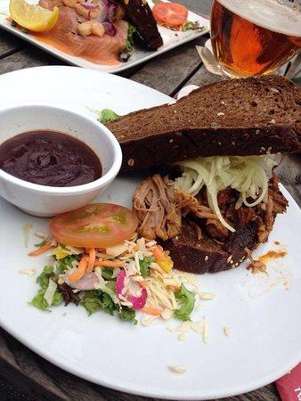 Hengelo, Nederland: Broodje met draadjesvlees. Lekker brood