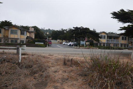 فوج كاتشر إن: The Pacific is about 50 yards behind me as I took this photo