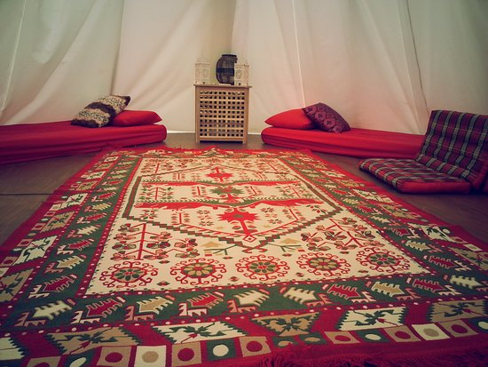 Twycross, UK: Tipi interior with single bed configuration