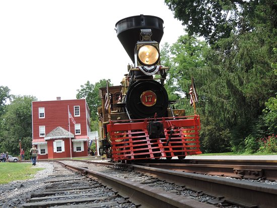 New Freedom, PA: The engine is beautiful (but I love steam engines)...