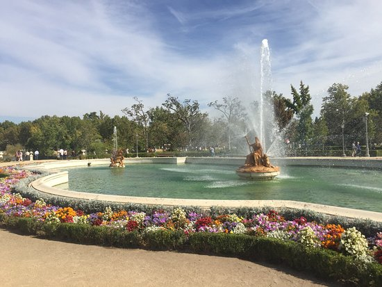 Fuente de la Mariblanca : A magnificent fountain surrounded by nice gardens and beautiful flowers. Adjacent to the royal p