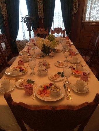 Salem, IN: Brunch and birthday dinners.