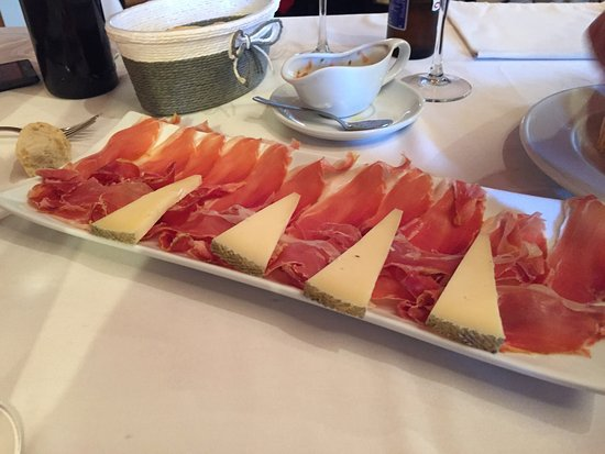 Gaibiel, إسبانيا: La carne a la braza en su aroma