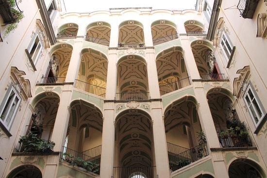 Palazzo dello spagnolo picture of palazzo dello spagnolo for Palazzo in stile spagnolo