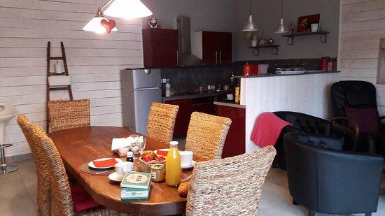 Mirande, Francia: cuisine et salon et petit dej