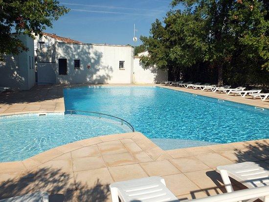 Tourrettes, France : un des 2 piscines