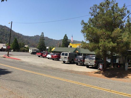 Mariposa, CA: The Happy Burger diner