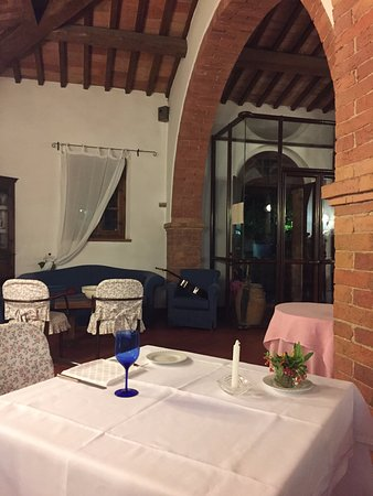 Montefollonico, Italia: table for two?