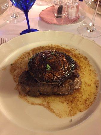 Montefollonico, Italia: filet & porcini