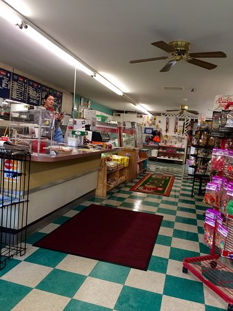 Albrightsville, PA: Sportsman Deli looking good!