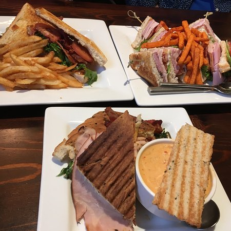 Caroline's Restaurant: Lunch portions are very big...ask for half sandwich & side